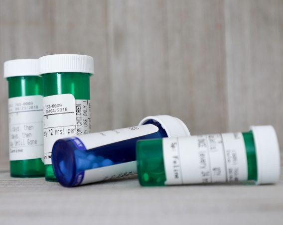 Non-Proprietary Medicine pill Bottles